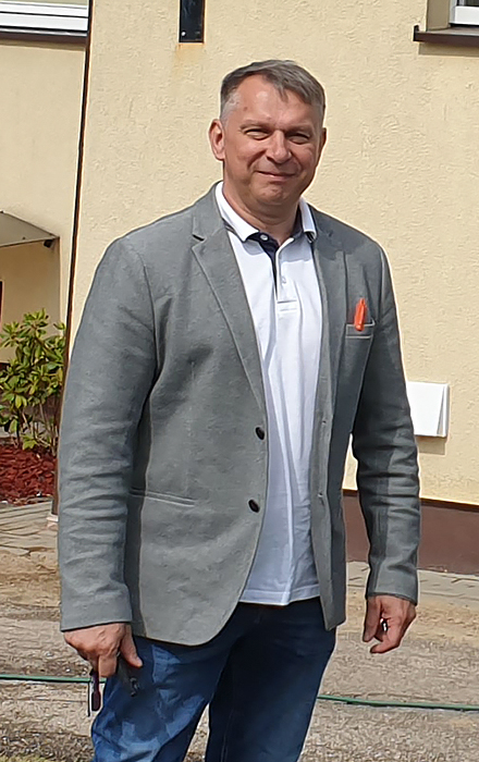 Klaipėdos rajono savivaldybės meras ir Kvietinių bendruomenės centro valdybos pirmininkas G. Girgždis sutarė pabandyti realizuoti komercinių diskotekų idėją.
