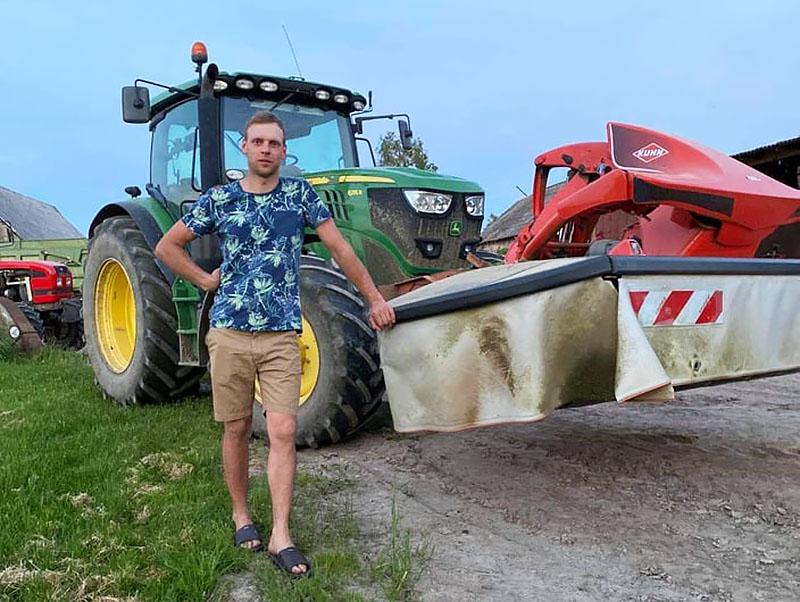 Gautos paramos lėšos Robertui Plauškai padėjo sustiprinti ūkį: įsigytas galingesnis traktorius, nauja pašarų ruošimo, žemės dirbimo technika.