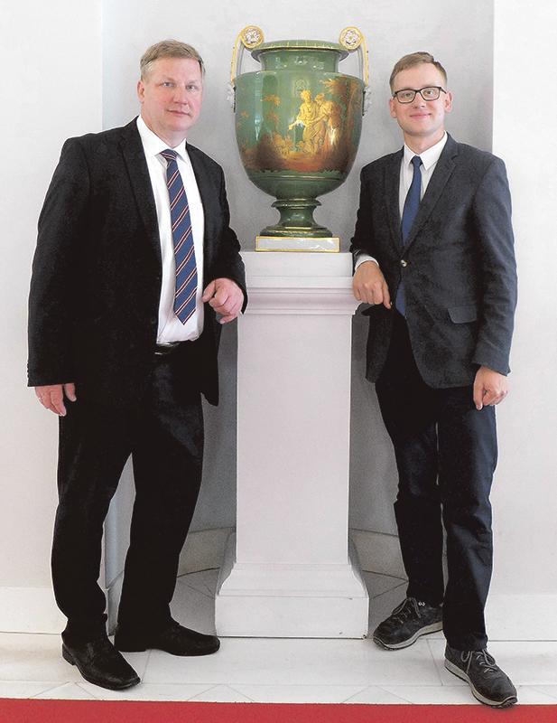 Asmeninio albumo nuotr.: architektas tėvas Vidas Stalaučinskas (kairėje) su sūnumi Aisčiu.