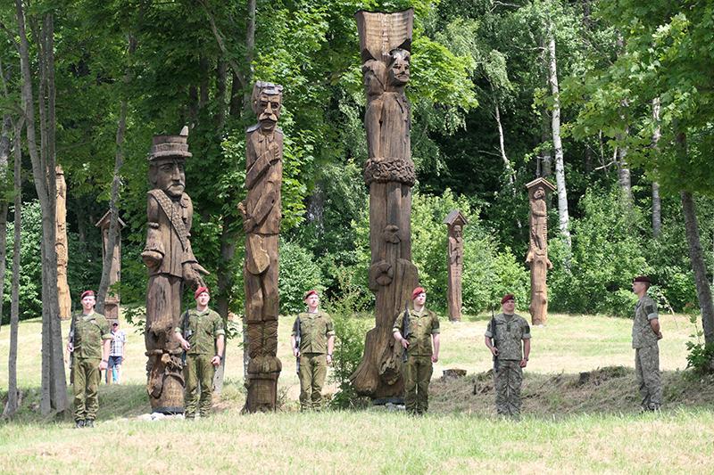 Minėjimą pradėjo Lietuvos kariuomenės Žemaičių apygardos 3-iosios rinktinės Gargždų 302 pėstininkų kuopos kariai.
