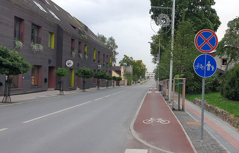 Gargždų Kvietinių gatvės dviračių takas: eismo dalyviai aplenkia taisykles