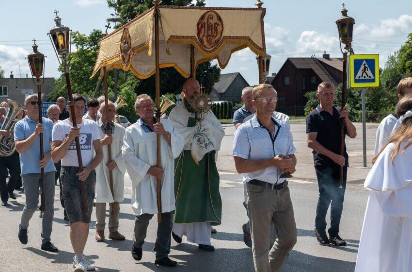 Šv. Marijos Magdalenos atlaidai – Veiviržėnų istorija