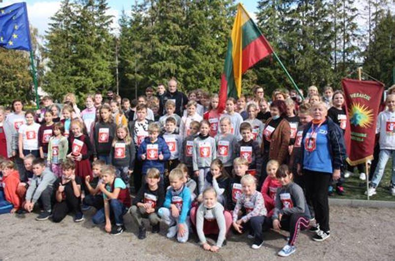 Vėžaičių mokyklos bendruomenė padeda kitiems