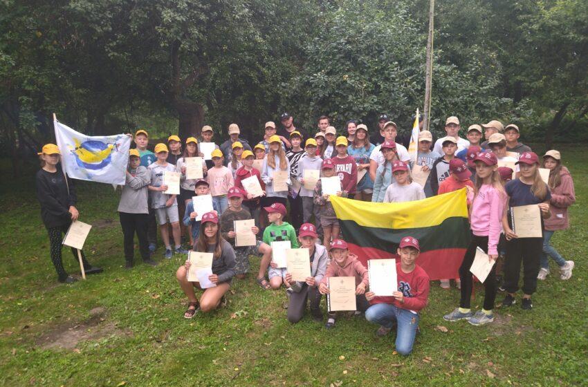Drevernos stovykloje pamokos jaunuomenei apie valią, ryžtą ir garbę