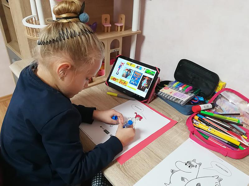 Agnė Valutytė džiaugsmingai atliko virtualias edukacijas namuose.