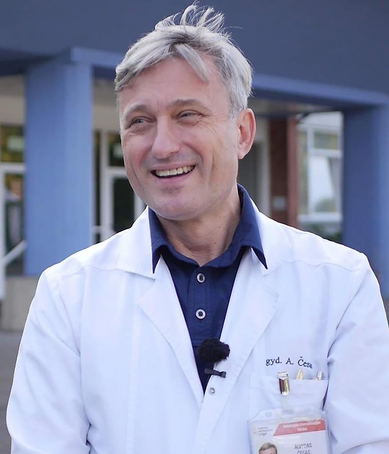 Klaipėdos universitetinės ligoninės Onkologijos chemoterapijos klinikos vadovas A. Česas akcentuoja, kad pandemija nusinešė 1,5 mln. gyvybių, o plaučių vėžys – 1,7 mln. Turime išmokti su COVID-19 gyventi.