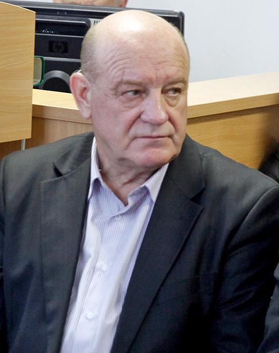 """UAB """"Klaipėdos rajono energija"""" direktorius Stasys Bučinskas paprašė lengvatinėmis sąlygomis, kad nepabrangtų aptarnavimas, išnuomoti automobilį granulėms vežti."""