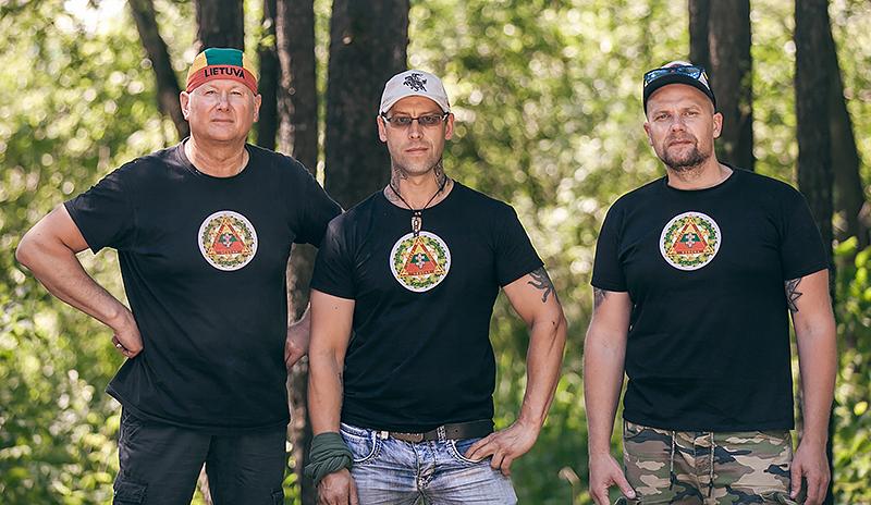 """Asociacijos """"Gargždų jungtinės pajėgos"""" vadovas V. Skuodas (iš kairės) su bendražygiais."""