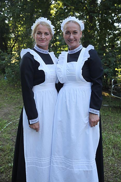 Grakščios E. Vicherto teatro aktorės Nijolė Viršilienė ir Loreta Dvaržeckienė vaišino kafija ir pyragais.