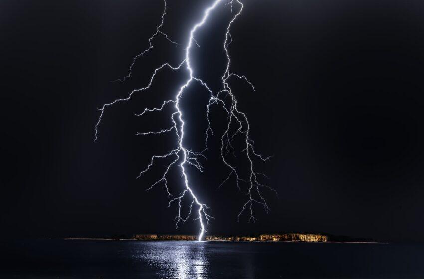Žaibų sezonui įsibėgėjus: taikinyje išlieka elektros prietaisai bei sistemos