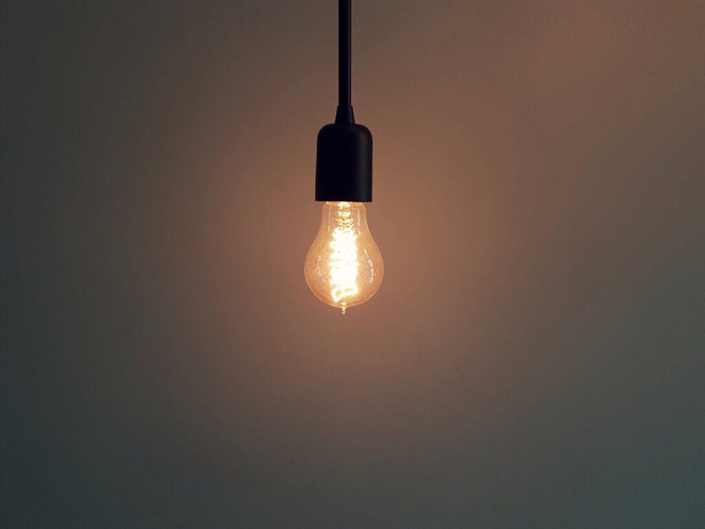 ESO visiems nepriklausomiems tiekėjams, perdavė į antrąjį etapą patenkančių elektros buitinių vartotojų kontaktinius ir elektros suvartojimo duomenis. Gyventojai netrukus bus kviečiami iki šių metų gruodžio 18 dienos pasirinkti naują elektros energijos tiekėją savo namams.