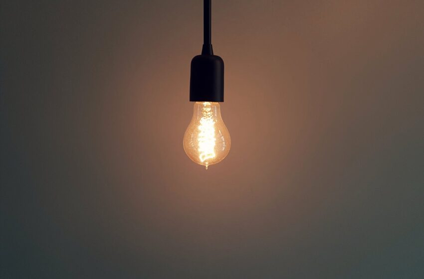 Elektros tiekėjai iš ESO gavo vartotojų duomenis