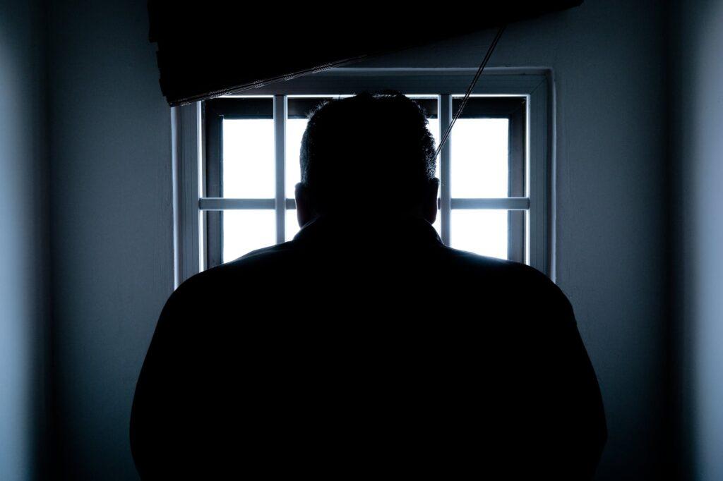 tariamieji buvo sulaikyti įvairiose Lietuvos vietose – Vilniaus, Kauno, Vilkaviškio rajonuose, Klaipėdoje ir kituose miestuose, jų gyvenamosiose patalpose atliktos kratos.